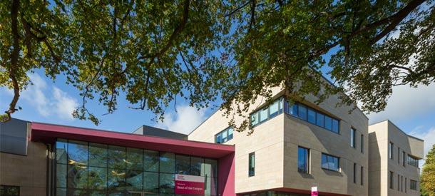 Con las becas internacionales en la Universidad de Sheffield Hallam podrás cursar estudios de posgrado o pregrado