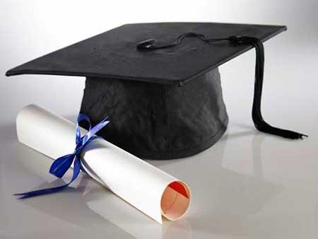 birrete y diploma