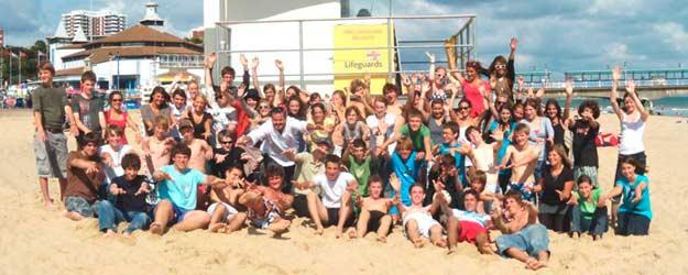 estudiantes en la playa