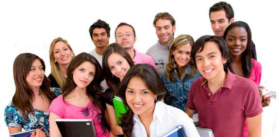 Grupo de adolescentes de la universidad a veces