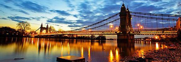 Habla e interacciona con la gente de Londres: escuchar te será muy útil para aprender inglés