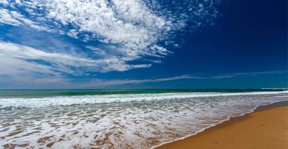 ¿Te gustaría ganar un campamento de inglés en la playa?