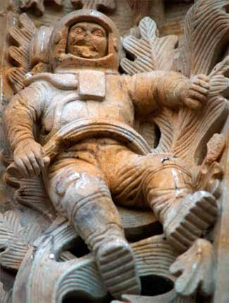 astronauta en la catedral