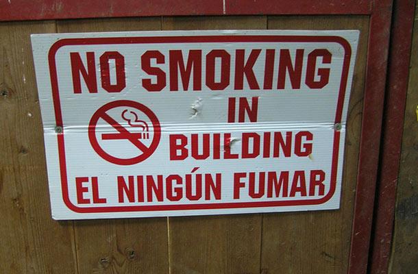 En ningún fumar es uno de los fallos de traducción más conocidos