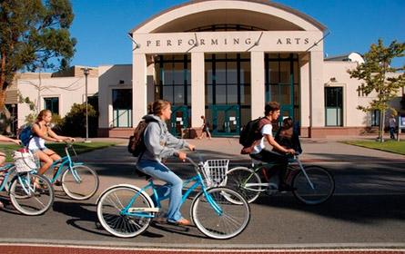 Universidad de California Santa Barbara